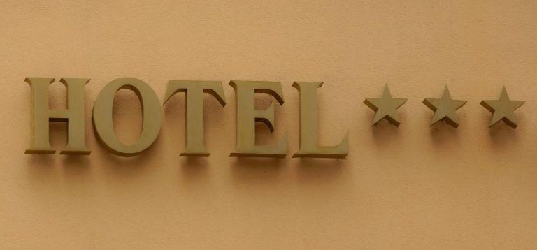 definisi hotel adalah