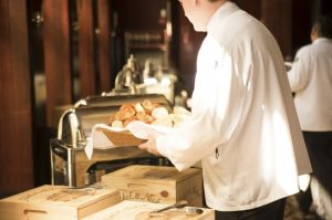 Fungsi Food and Beverage Service